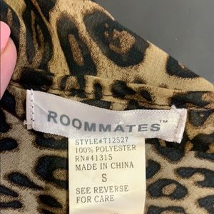 Roommates Tops - 🛍️Roommates animal print top longer in back Small